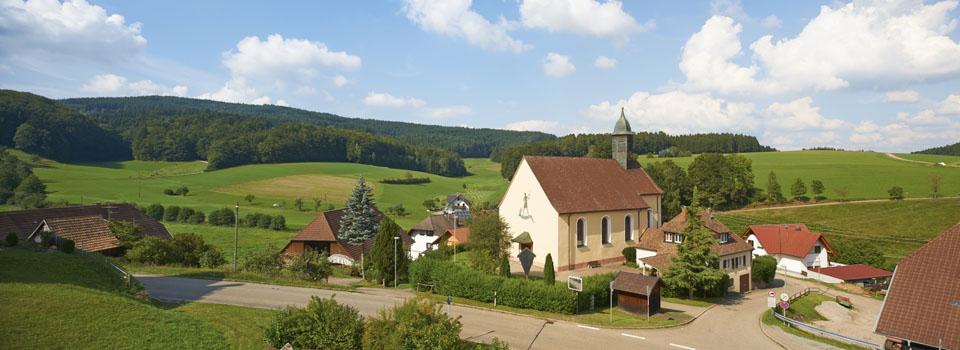 Blick vom Deutschen Hof über den Ortsteil Kirchhöf in Oberbiederbach